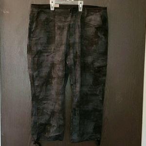 NWot- DKNY black and grey capri pants